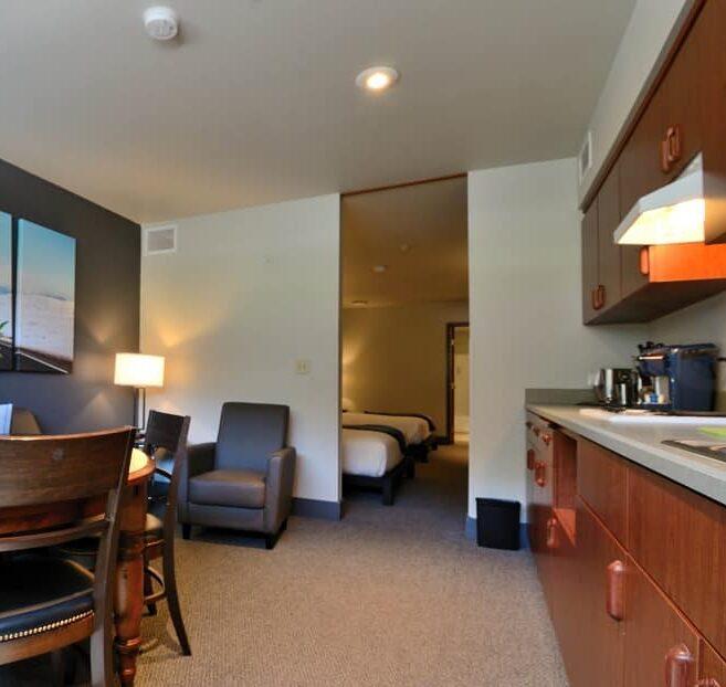 Suites, Wood River Inn & Suites